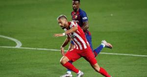 Cầu thủ Atletico 'làm xiếc', Barca mất điểm oan ức