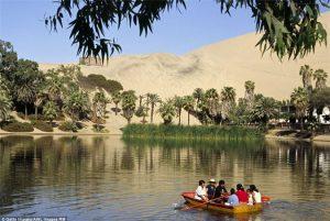 Kỳ bí ngôi làng xanh mát giữa sa mạc khô cằn