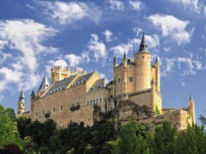 10 tòa lâu đài cổ tráng lệ nhất thế giới