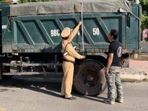 CSGT Tân Yên (Bắc Giang)  tăng cường xử lý xe quá khổ, quá tải