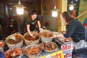 Khám phá quán cá kho phố cổ Hà Nội, bán 200kg cá mỗi ngày