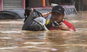 Bão Vamco khiến thủ đô Philippines tê liệt trong nước lũ