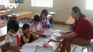 Cô giáo bản Dao nuôi 4 trẻ không nơi nương tựa