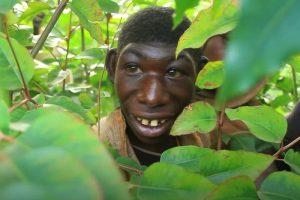 'Người rừng' 21 tuổi vẫn không biết nói chuyện, chỉ ăn cỏ và trái cây để sống