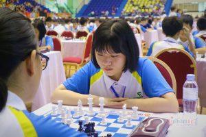 Đường đi học 200 km của nữ sinh lớp 10 vô địch cờ vua thế giới