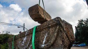 Phát hiện hai chiếc quan tài đá 1.800 năm tuổi của một cặp vợ chồng