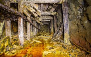 'Đột nhập' mỏ vàng bỏ hoang ở Sahara: Phát hiện những thứ kinh ngạc bên trong
