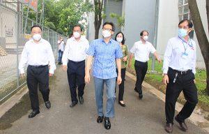 Phó Thủ tướng Vũ Đức Đam cùng đoàn công tác đến thăm, thị sát khu cách ly tập trung tại Trường Cao đẳng y tế Đồng Nai