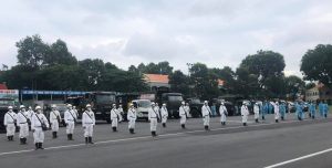 Lực lượng Quân đội bắt đầu phun 6 tấn thuốc khử khuẩn trên toàn TP.HCM