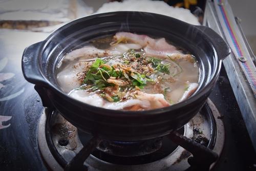 'Độc lạ' bún cá thố và bánh canh cốt dừa miền Tây ở Sài Gòn