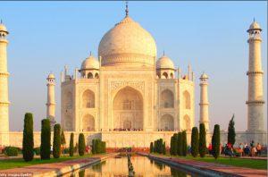 Ấn Độ lo lắng vì đền Taj Mahal đổi màu