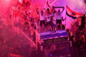 Croatia rực sáng suốt đêm đón các anh hùng về nước