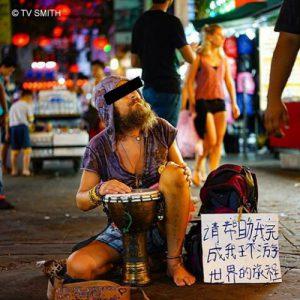 'Phượt ăn mày' – trào lưu xấu xí của khách Tây tại châu Á