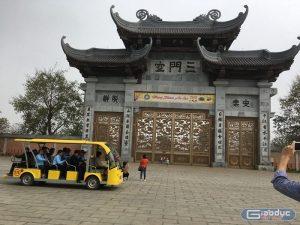 Ma trận dịch vụ khi đến chùa Bái Đính, không có tiền đừng mong lễ Phật
