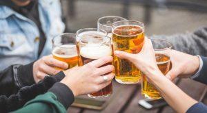 Rượu bia: Những trận chiến 'kiêu hùng' và bất tận trên bàn nhậu