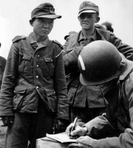 Chuyện 1 binh sĩ chiến đấu lần lượt cho 3 phe trong Thế chiến 2