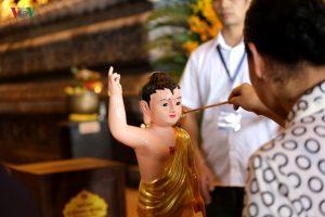 Hàng vạn người dự lễ tắm Phật tại đàn lễ Cầu nguyện hòa bình thế giới