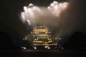 Pháo hoa rực rỡ tại chùa Tam Chúc