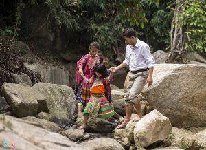 Người chôn vùi thanh xuân vì trẻ em ở huyện nghèo nhất nước