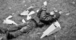 Truyện ngắn: Những ký ức về em trai và máy bay giấy