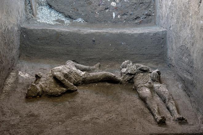 Phát hiện xác nô lệ và chủ nhân nguyên vẹn ở thành phố cổ Pompeii