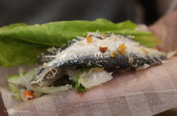 Gỏi cá trích trứ danh của Phú Quốc
