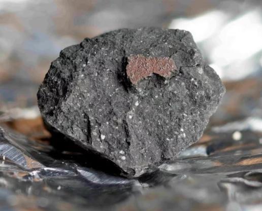 Thiên thạch 4,5 tỉ tuổi chứa mầm sự sống rơi xuống nước Anh