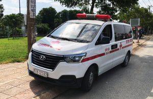 CSGT truy đuổi xe cứu thương vượt chốt kiểm dịch