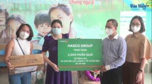 Tặng quà Trung Thu cho bệnh nhi và con em cán bộ Y tế tuyến đầu chống dịch