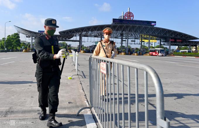 Hà Nội duy trì 23 chốt kiểm soát cửa ngõ thành phố sau 21/9