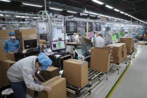 Hà Nội: Công chức, người lao động đi làm trở lại thế nào sau 2 tháng ở nhà?