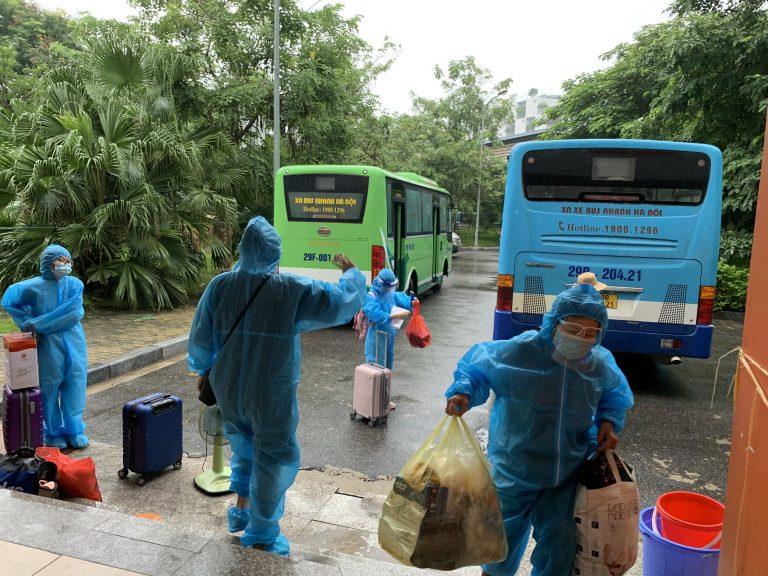 Cận cảnh: Người dân Thanh Xuân Trung vui sướng khi được về nhà
