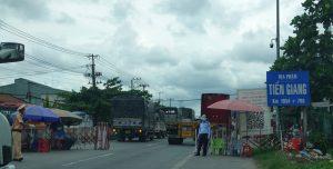 Long An lên tiếng vụ hàng chục người dân kẹt trên đường về quê vì QL1 bị chặn