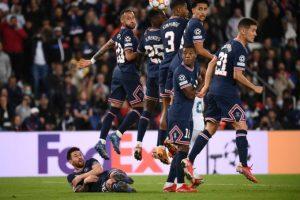Ferdinand: 'PSG thiếu tôn trọng khi để Messi nằm rào'