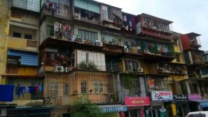 Bỏ nhà đất mua căn hộ cũ nội đô, hối hận ở không xong bán không được