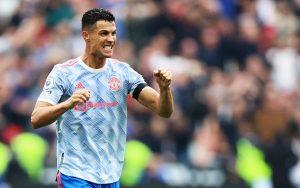 Cristiano Ronaldo: Kẻ không cam tâm làm lá xanh trong thiên hạ