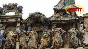 Kỳ lạ trường mầm non có những bức tượng không đầu trên gác mái