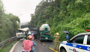 Xe tải đối đầu xe trộn bê-tông gây ùn tắc giao thông đèo Bảo Lộc