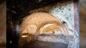 Hầm mộ bằng đá lớn nhất thế giới với 400 căn phòng đầy châu báu