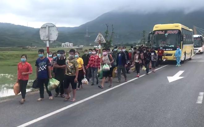 Tin sáng 6/10: 400 công dân đi bộ từ miền Nam về quê, Hà Tĩnh huy động 13 ô tô chở qua địa bàn