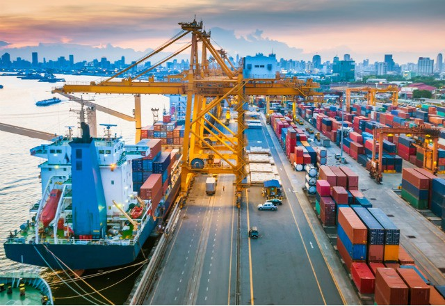 Sáng 15/10: Tổng gần 854,000 ca nhiễm; Ngân hàng Thế giới hạ dự báo tăng trưởng Việt Nam xuống 2%