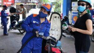 Giá xăng dầu tăng sốc, chạm đỉnh 25.000 đồng/lít