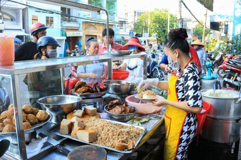 Sáng 28/10: Bình quân 1 triệu người có 9.144 ca nhiễm; TP HCM: Cửa hàng ăn uống được phục vụ tại chỗ có điều kiện