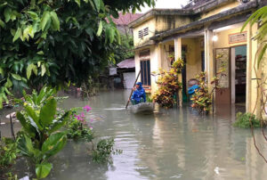 Quảng Nam, Quảng Ngãi sơ tán hơn 7.000 người, thiệt hại nặng trong mưa lũ
